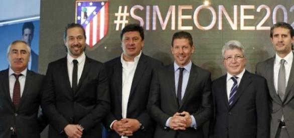 Acto de renovación de Simeone en el Calderón