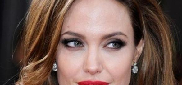 Angelina Jolie, o luptatoare