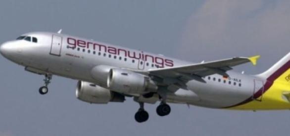 Avion al Germanwings prabusit in Alpii Francezi