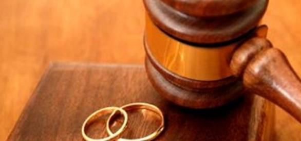 Se modifica legea divorturilor la italieni