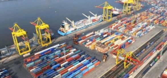 Terminal de Contêineres de Exportação e Importação