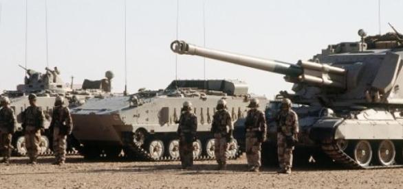 Acumular de tropas sauditas na fronteira iemenita.