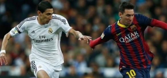 Di María em duelo com Leo Messi