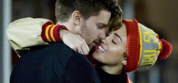 Miley Cyrus e o namorado Patrick Schwarzenegger