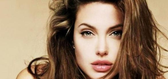 Angelina Jolie laudată de medicii experți