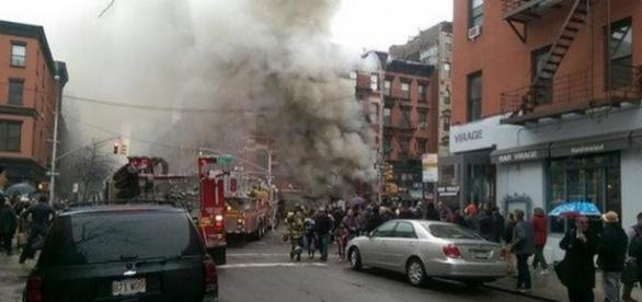 Prédio desaba após explosão