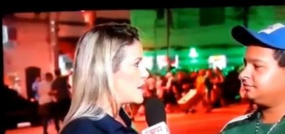 Repórter dá bronca ao vivo em torcedor