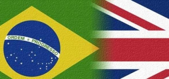 Bandeira Brasileira e Bandeira do Reino Unido.