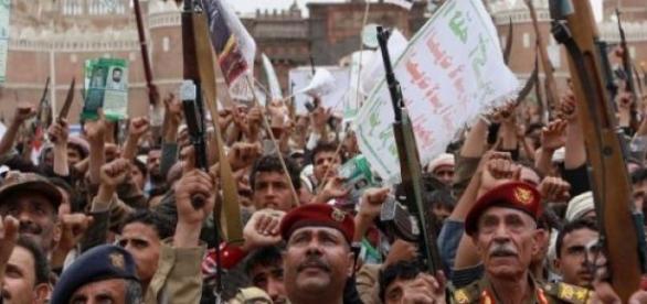 Manifestazione di miliziani Houthi a Sanaa