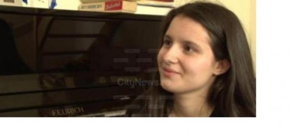Maria Prună, face muzică deși suferă de autism