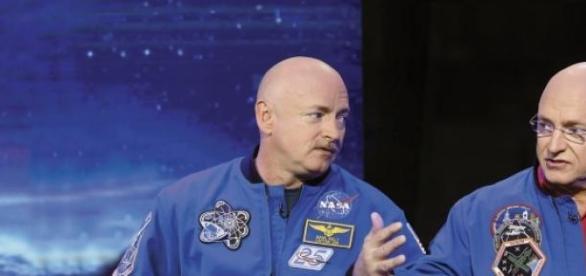 Scott Kelly e Mark Kelly são ambos astronautas