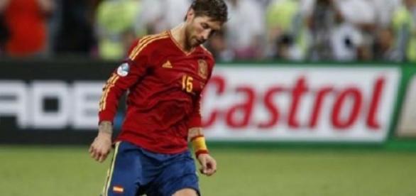 Sergio Ramos en un partido con España