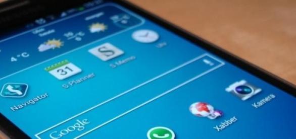 Smartphone din gama Samsung Galaxy