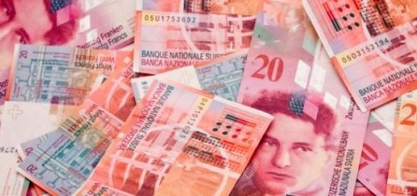 Un cetățean a obținut suspendarea ratei în franci