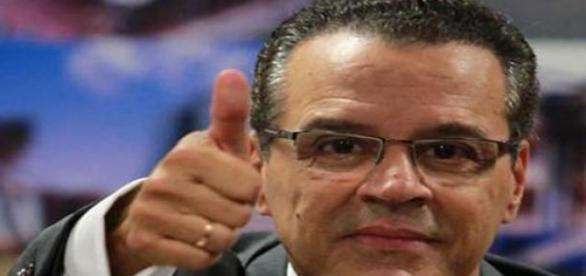Eduardo Alves espera aprovação do PMDB