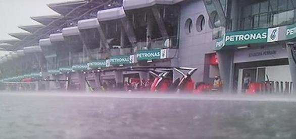 Lluvia extrema sobre el circuito de Sepang