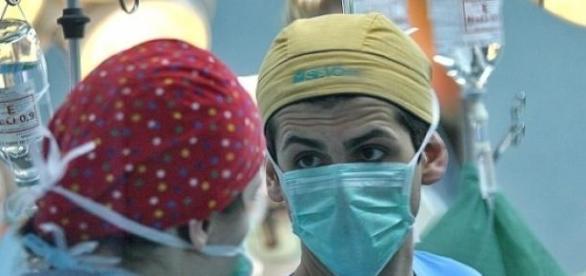 Medici tineri pleaca vazand cu ochii