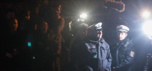 Policiais e promotores realizam buscas na cidade