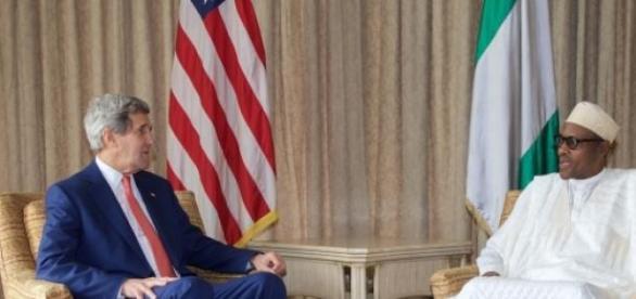 Secretário Kerry e o líder da oposição Buhari