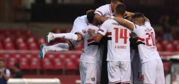 São Paulo vence o Linense e garante classificação