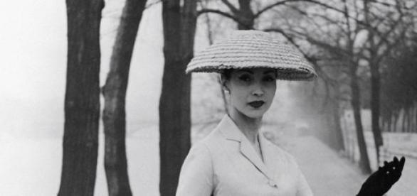 Bettina Graziani na famosa pose para a Dior.