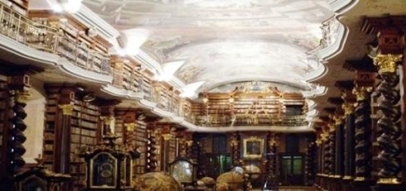 Interior Biblioteca del Clementinum, Praga