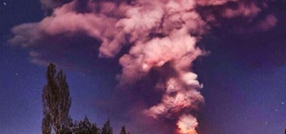 Vulcão em erupção (Foto: Reprodução/Efe)