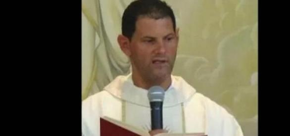 Padre morre durante missa e assusta fiéis