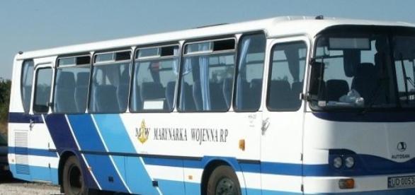Stare autokary często nie mają pasów dla pasażerów