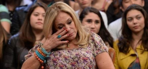 Susana Vieira leva tombo no teatro