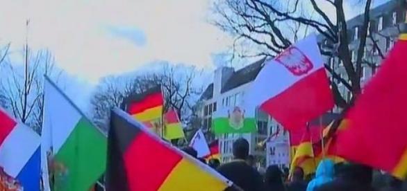 Część Polaków protestuje razem z Niemcami