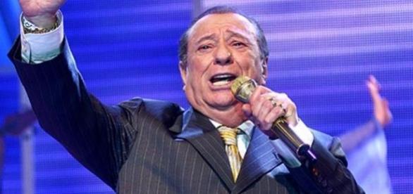 Raul Gil pode voltar com seu banquinho para a Band