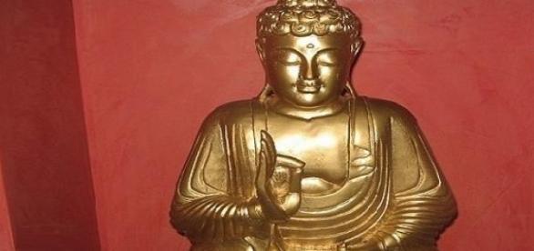 Estatua común de un Buda de bronce