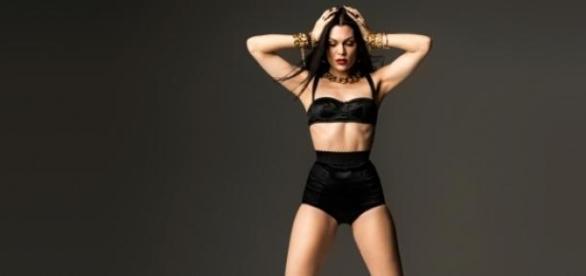 Jessie J trás Sweet Talker na bagagem.