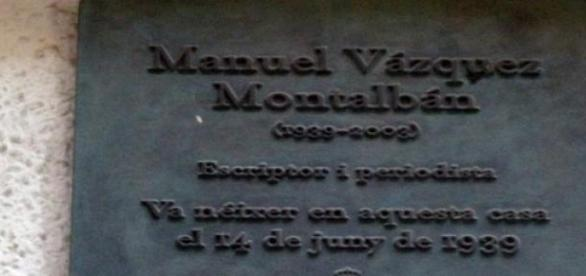 Placa conmemorativa donde nació Vázquez Montalbán