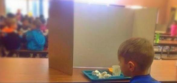 Menino deixou de querer almoçar.