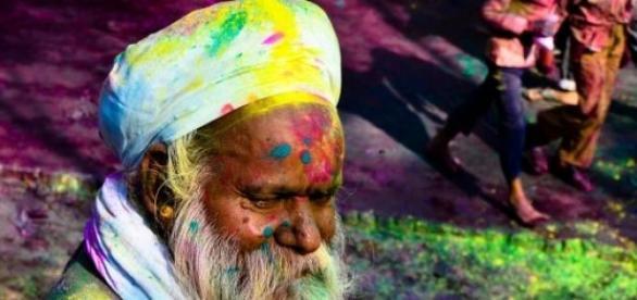 As ruas enchem-se de cor para celebrar o Holi