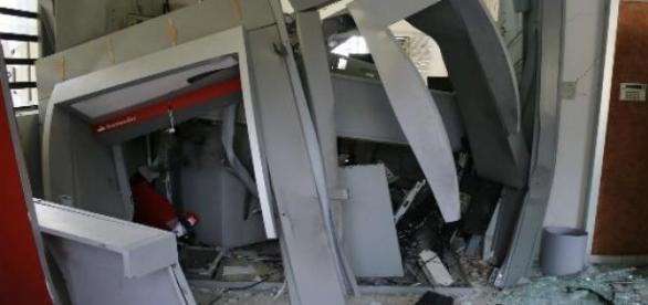 Assaltantes explodiram o banco da UNESP Rio Claro