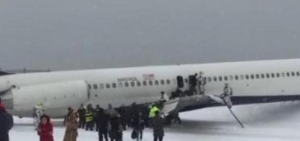Avión se despista en aeropuerto de Nueva york