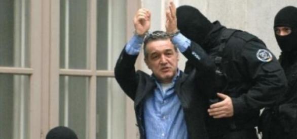 Gigi Becali, detinut politic ?