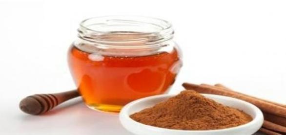 Combinatia miraculoasa: miere si scortisoara