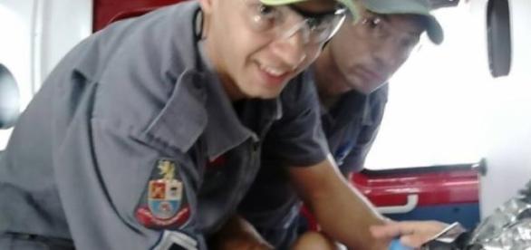 Equipe comemora o sucesso do resgate