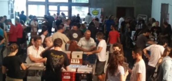 15ª Feira do Vinil reuniu fãs do LP em Curitiba
