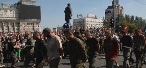 Parada prizonierilor din Donetsk