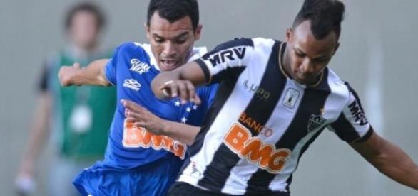 Atlético e Cruzeiro empatam em jogo no Mineirão.