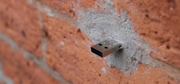 Un Dead Drop en instalado en NYC. Fuente:Wikipedia