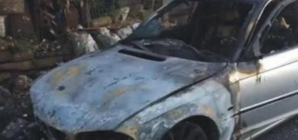 una din masinile romanesti incendiate pe 1 martie