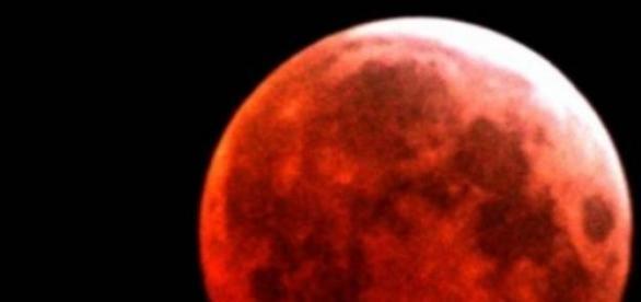 "Eclipsa de luna, fenomen numit ""Luna sangerie"""