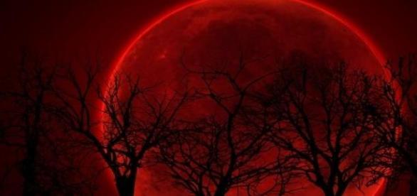 Luna Sangerie poate aduce apocalipsa