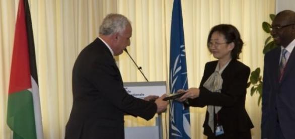 Ministro palestino ganha cópia do Estatuto de Roma